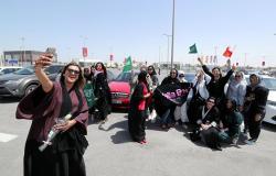 ضجة في السعودية بعد رقص فتيات في شوارع الرياض (فيديو)