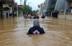 فيديو.. الأمطار تغرق 270 قرية فى إيران وانهيارات أرضية