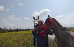 الرحالة السوري عدنان عزام يبدأ رحلته من دمشق إلى موسكو على ظهر حصان (صور)
