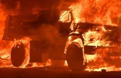 بالفيديو... النار تلتهم سيارة دبلوماسي عربي في الرباط