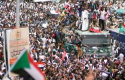 ماذا ينتظر السودان في المستقبل؟ أزمة حادة بين الشعب والمجلس العسكري منذ خلع البشير.. وعصيان مدني يشل البلاد