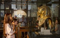 مصر تطالب بريطانيا بوقف بيع رأس تمثال منسوب للملك توت عنخ آمون