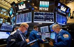 بيانات متباينة بأكبر اقتصادين في العالم تثير اهتمامات الأسواق اليوم