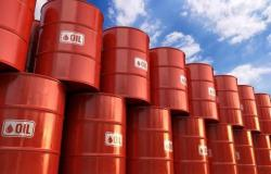 انخفاض أسعار النفط مع مخاوف تباطؤ الطلب