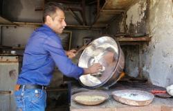 ( مهنة منقرضة تعود للحياة في سوق النحاسين بحلب السورية (فيديو وصور