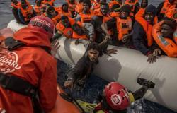 """مرشحة لرئاسة المفوضية الأوروبية تعد بتوفير """"ممرات إنسانية"""" للاجئين إلى أوروبا"""