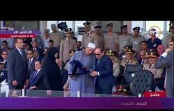 تكريم الرئيس السيسي لـ  اسرة شهيد البطل الرقيب أحمد محمد عبد العظيم