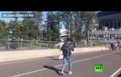 روسيا.. شرطي يلاحق علاء الدين على سجادته!
