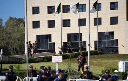 المحكمة العليا في الجزائر تأمر بإيداع وزير الصناعة الأسبق الحبس المؤقت لشبهات فساد