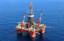 محدث.. أسعار النفط تتحول للهبوط بأكثر من 2 %