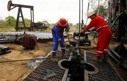 """صادرات السعودية النفطية بـ""""مايو"""" تهبط لأدنى مستوى في 13 شهراً"""