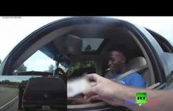 ضابط أمريكي يطلق الرصاص على مشتبه به