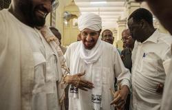 المهدي يأمل التوصل إلى سلطة ديمقراطية مدنية في السودان