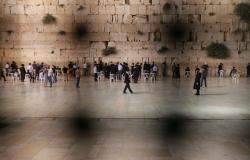 قبيل سفره إلى القاهرة… وزير أمريكي يزور حائط البراق