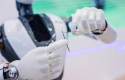 جامعة مصرية تفوز بالمرتبة الأولى عالميا في مسابقة للروبوتات