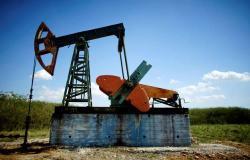 محدث..أسعار النفط تقلص مكاسبها بعد تقرير أوبك