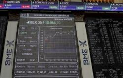 هبوط الأسهم الأوروبية في المستهل قبيل إعلان بيانات اقتصادية