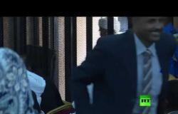 أول فيديو من داخل محاكمة الرئيس السوداني السابق عمر البشير