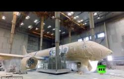 شاهد كيف يتم طلاء أحدث طائرة روسية MC 21-300