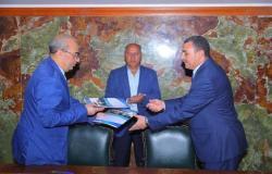 النقل المصرية توقع عقد إدارة عبارتين بين موانئ مصر والسعودية