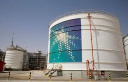 وكالة: أرامكو تخطر بعض العملاء بأن تحميل النفط يمضي قدما