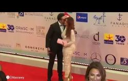 احمد الفيشاوي يُقبِل زوجته في إفتتاح مهرجان الجونة السينمائي