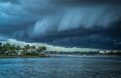 """إعصار """"هيكا"""" يضرب سلطنة عمان"""