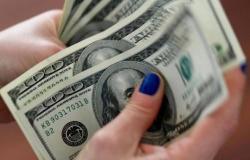 تراجع الدولار الأمريكي عالمياً مع ترقب التطورات التجارية
