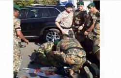 الأمير حسين يأمر بإيقاف موكبة لإنقاذ مصابين في حادث سير – فيديو