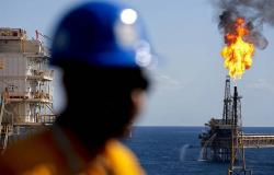 أسعار النفط تواصل تراجعها مع المخاوف التجارية
