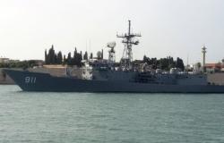 البحرية المصرية تنقذ ركاب طائرة مدنية سقطت في البحر