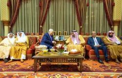 بالصور.. الملك سلمان يعقد جلسة مباحثات مع الرئيس الفلسطيني