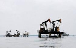 محدث.. النفط يسجل مكاسب عند التسوية لأول مرة بـ3 جلسات