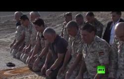 شاهد.. الملك الأردني يؤدي صلاة الظهر في منطقة الباقورة