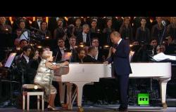 """شاهد.. الرئيس بوتين يهنئ """"أسطورة الموسيقى"""" الروسية باخموتوفا بعيد ميلادها الـ90"""