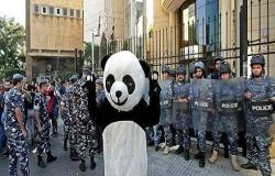 """أمام """"المماطلة"""".. المحتجون في لبنان يلجأون إلى شل المؤسسات"""