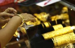 الذهب يفقد 9 دولارات مع عودة التفاؤل التجاري