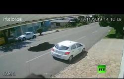 ظهرت الحفرة فجأة وابتلعت السيارة