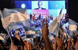 """رئيس الأرجنتين الجديد يواجه """"مهمة شبه مستحيلة"""" لإنقاذ الاقتصاد"""