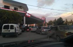 مع أزمة الوقود..لبنان يوضح حقيقة التواصل مع سوريا لاستيراد البنزين