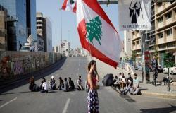 قطع طرقات في لبنان.. كر وفر بين المحتجين والجيش