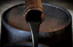 أسعار النفط تتراجع بفعل بيانات صينية سلبية