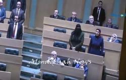 بالفيديو : شاهدوا تصويت النواب على رفع الحصانة عن الهواملة