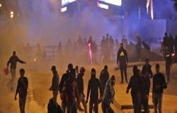 الشرطة اللبنانية تتصدى لمحاولات اقتحام ساحة الاعتصام وسط بيروت