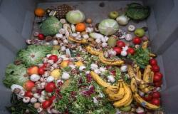 البلدية السعودية تُصدر قراراً إلزامياً للمطاعم لمنع هدر الطعام الزائد