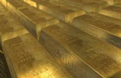 الذهب يرتفع عالمياً لكنه يتجه لأسوأ أداء أسبوعي في شهرين