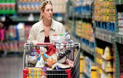 ثقة المستهلكين في الولايات المتحدة تتراجع بعكس التوقعات