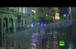 فيديو.. استخدام خراطيم المياه ضد المحتجين في بيروت