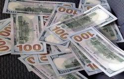 محدث.. الدولار الأمريكي يواصل استقراره عالمياً بعد بيانات اقتصادية