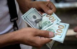 محدث.. الدولار الأمريكي يتحول للارتفاع عالمياً مع التطورات الاقتصادية